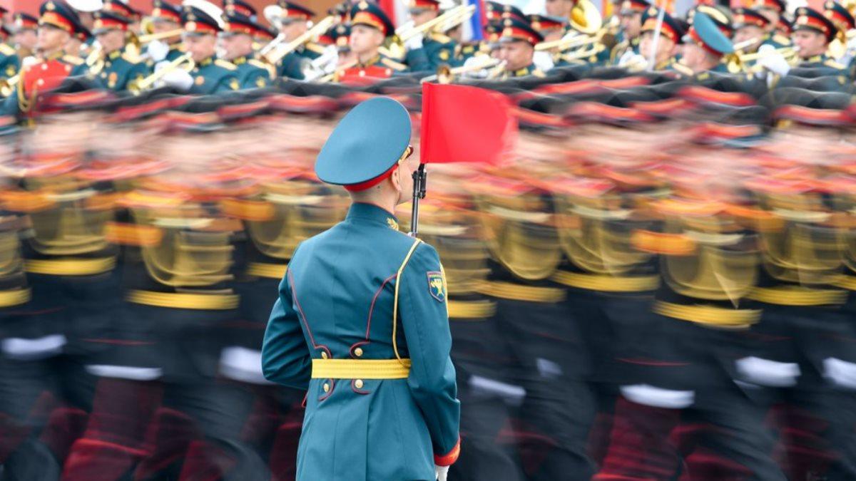 День Победы парад колонна