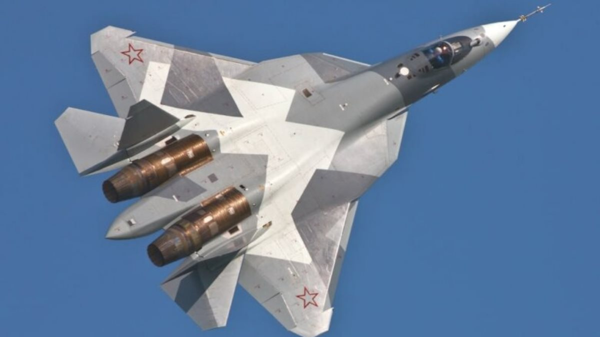 Истребитель Су-57 близко