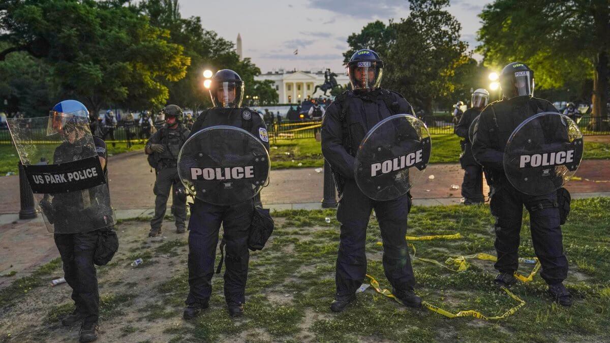 Вашингтон США Белый дом полиция протесты оцепление