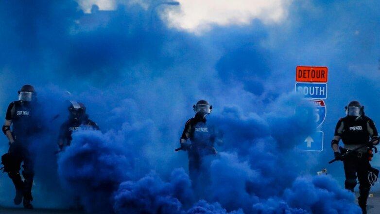 Полиция разгоняет протестующих в Америке