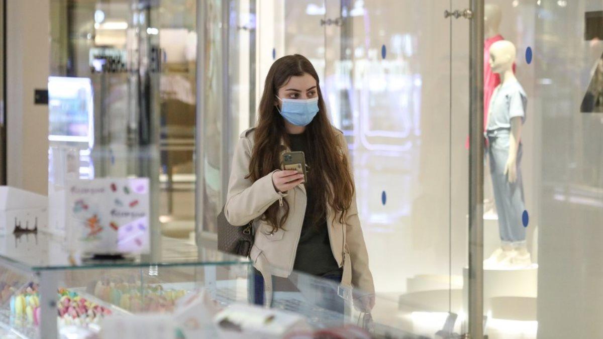 Торговый центр коронавирус девушка