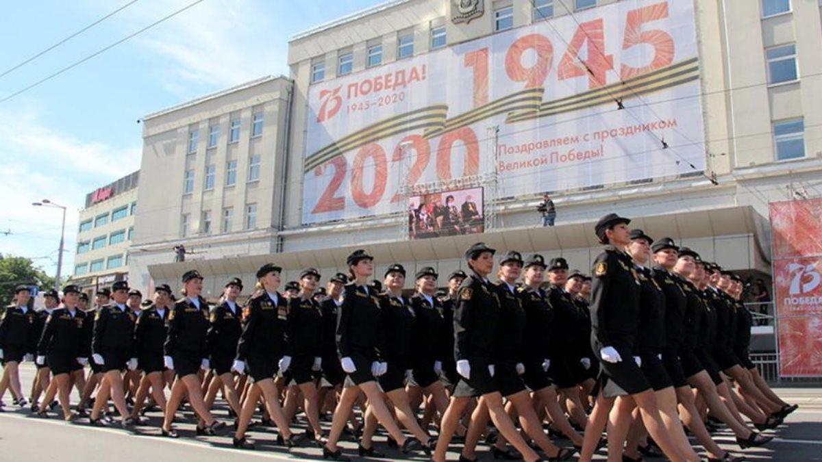 В Калининграде наградят девушку потерявшую туфлю в ходе парада Победы