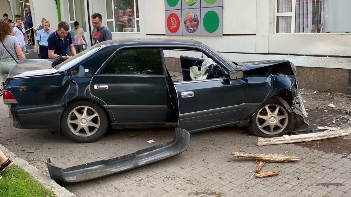 В Воронеже полицейский сбил трех пешеходов на тротуаре