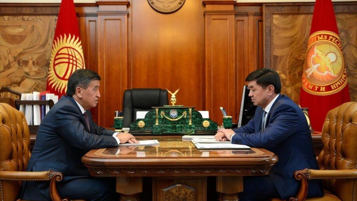 Президент Кыргызстана Сооронбай Жээнбеков принял отставку премьер-министра Мухаммедкалыя Абылгазиева