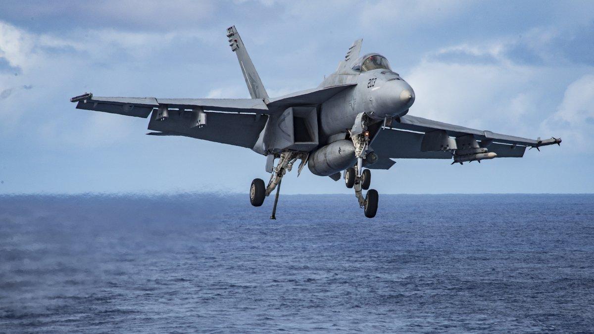 самолёт F/A-18F
