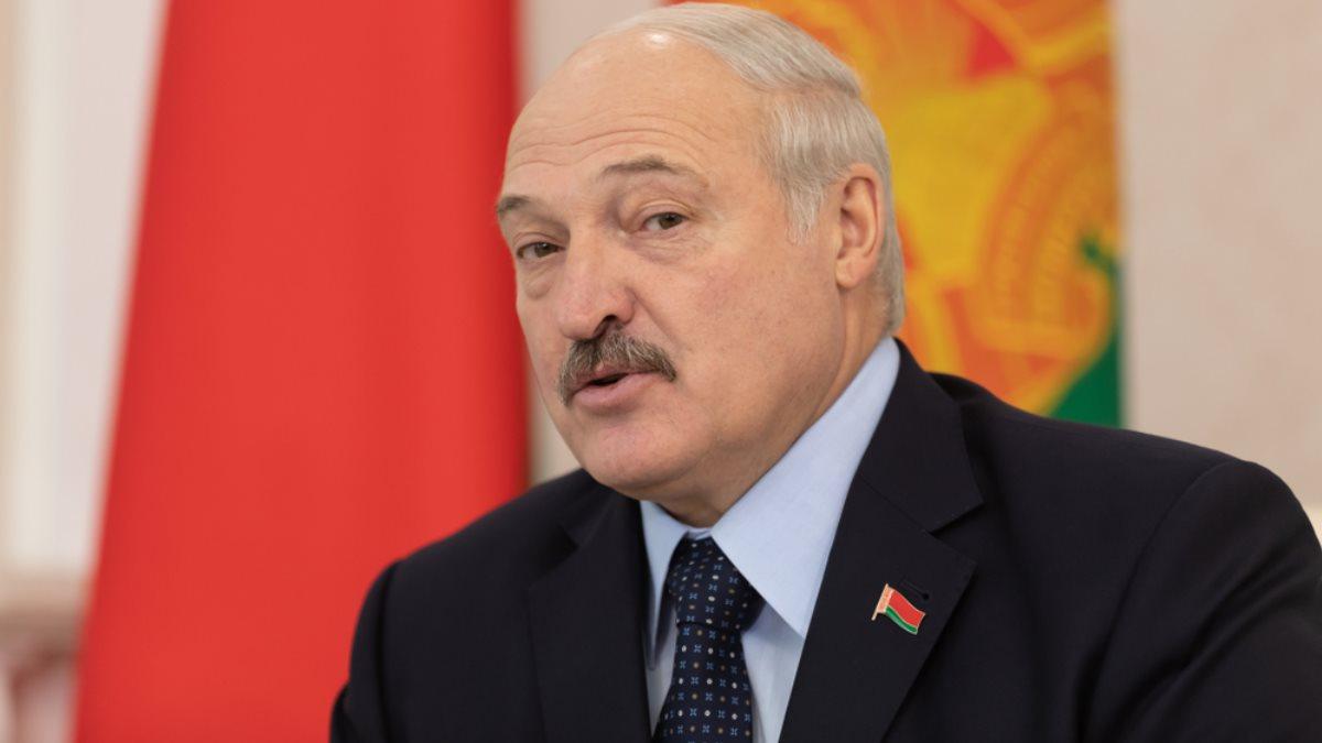 Президент Белоруссии Александр Лукашенко со значком крупно