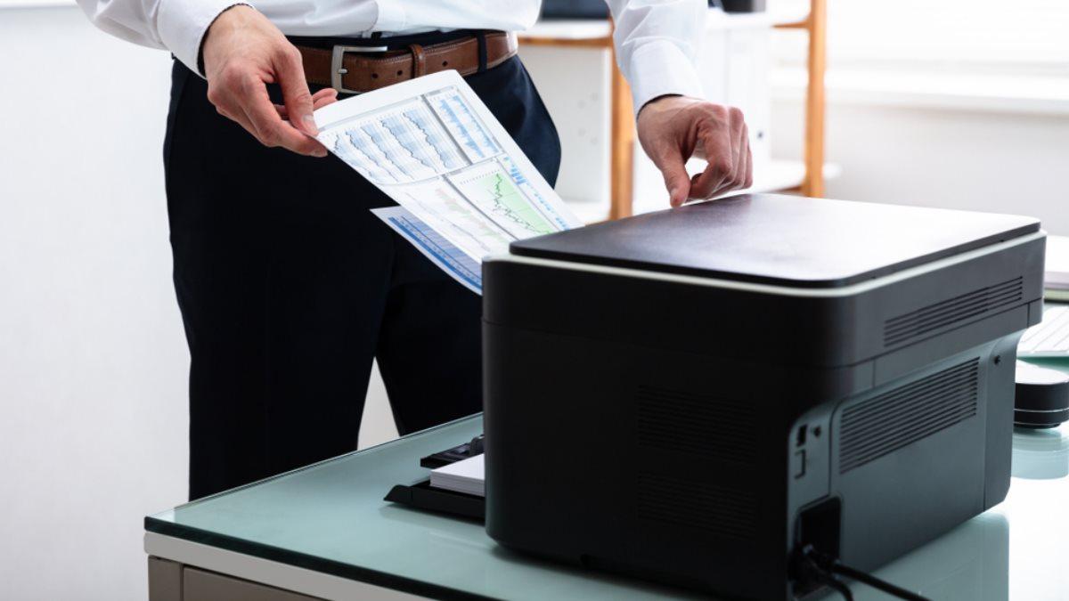 Принтер в офисе документы печать