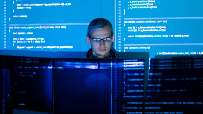 Программист IT-специалист синий фон