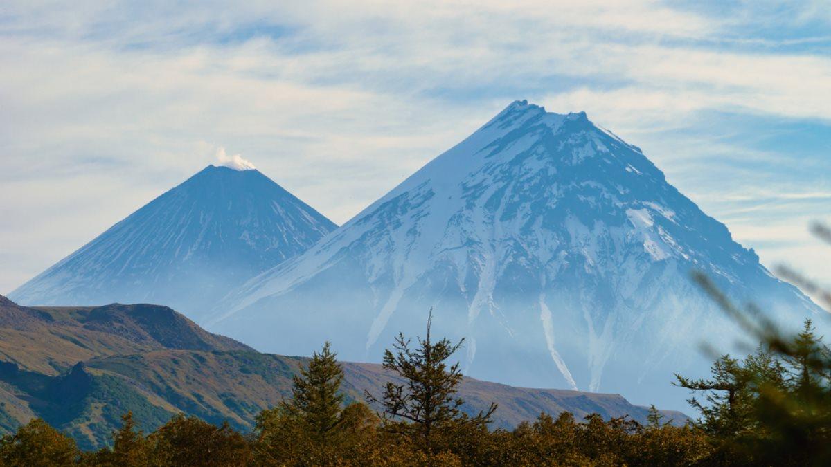 Вулканы Ключевской - Камень и Безымянный на Камчатке