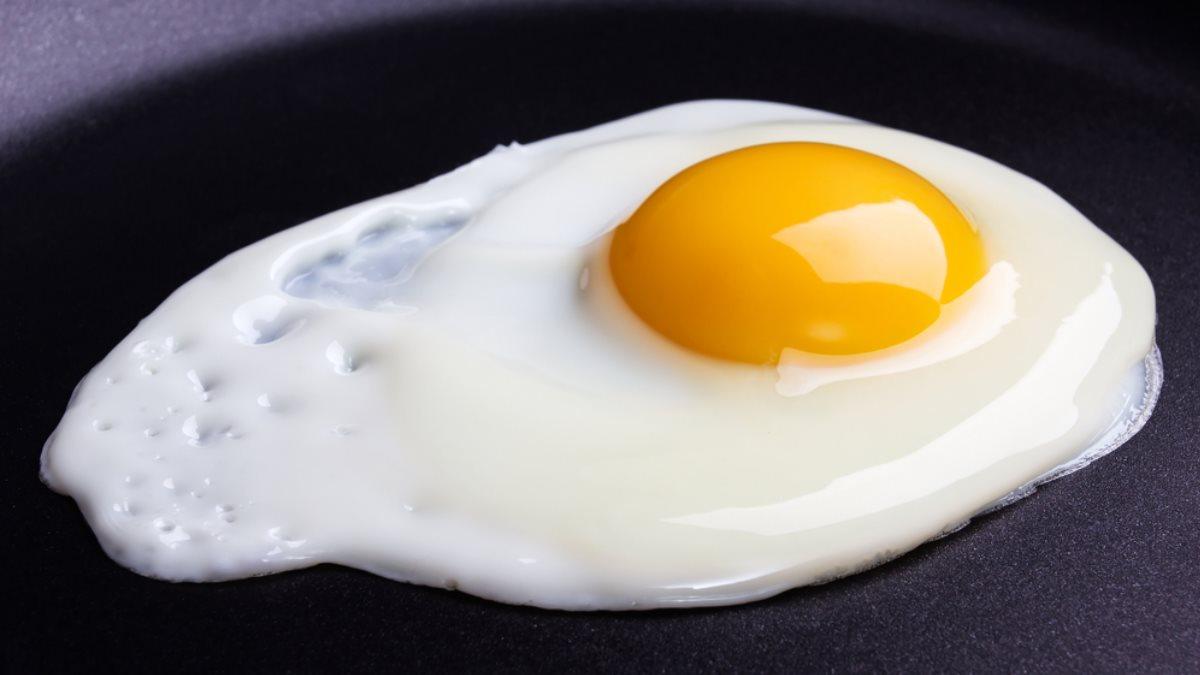 Яичница на сковороде белок протеин холестерин