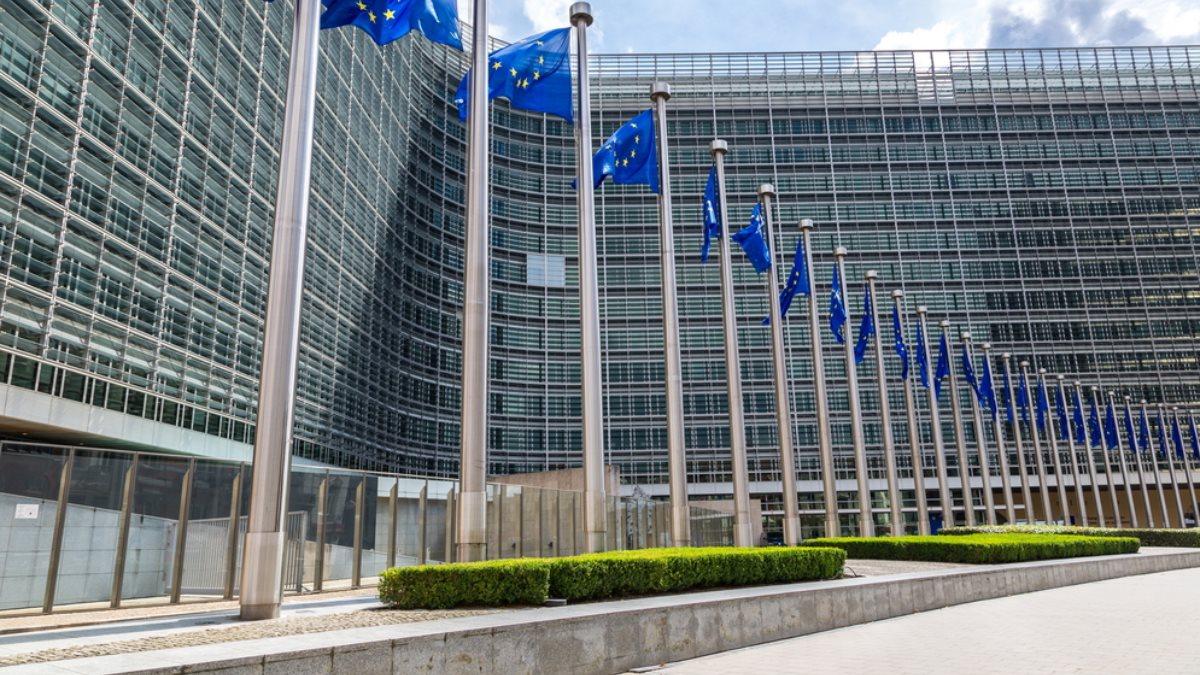 Евросоюз ЕС Европа Еврокомиссия флаги Брюссель два