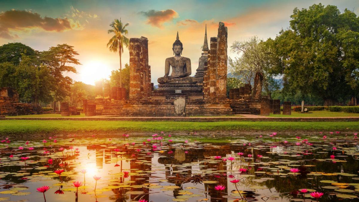 Храм Ват Махатхат в Таиланде