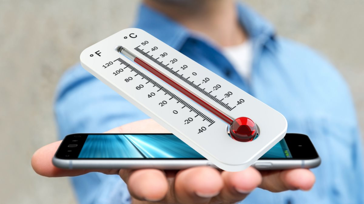 Смартфон и термометр перегрев