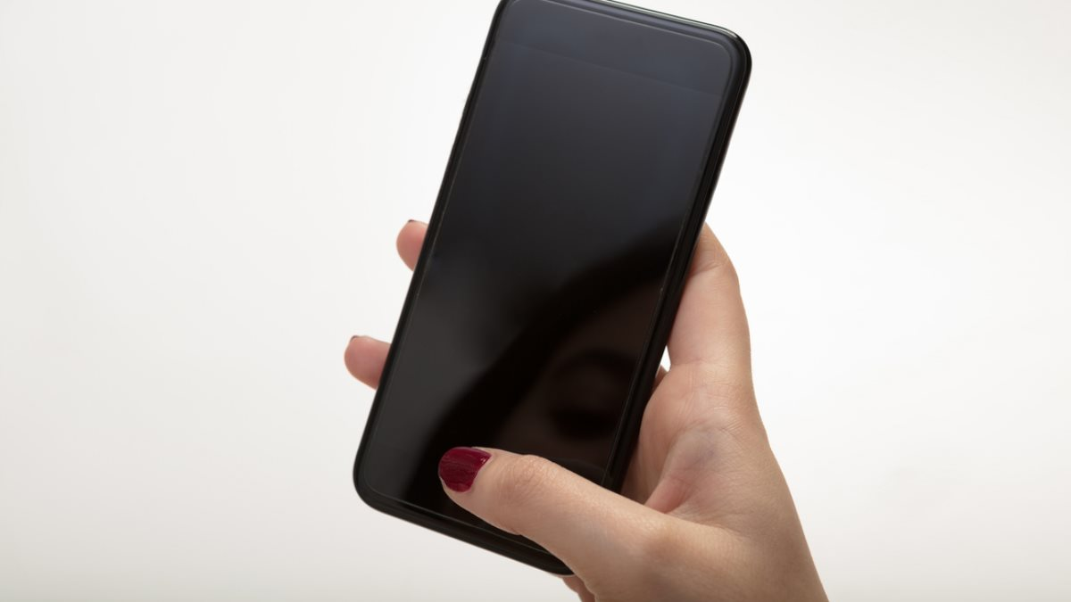Выключенный разряженный телефон смартфон