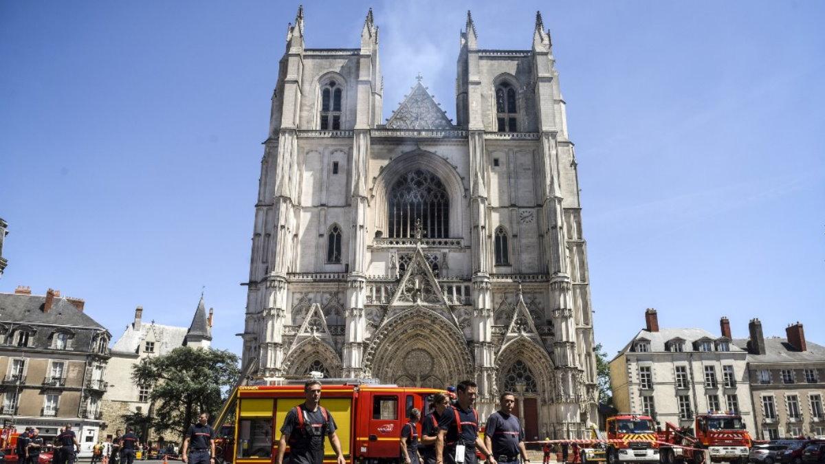 Пожар в соборе Святых Петра и Павла в Нанте