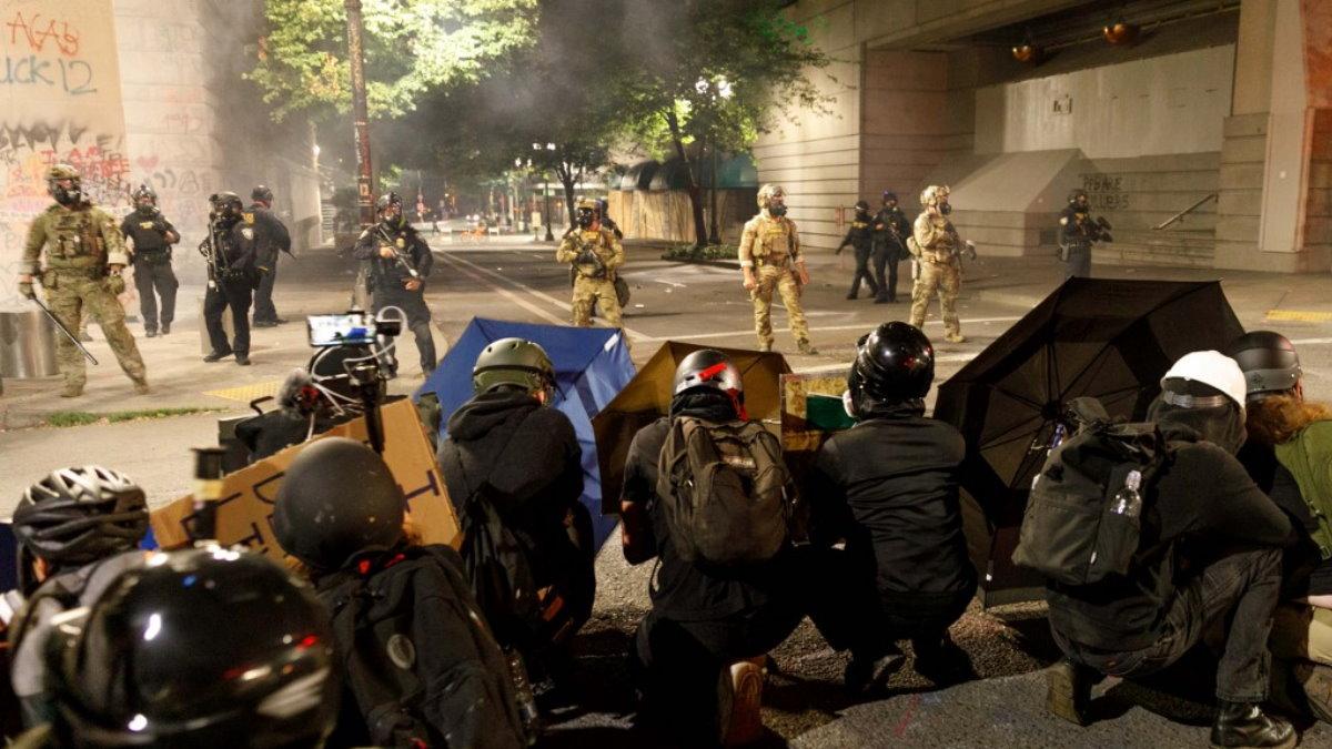 США протесты полиция Портленд протестующие