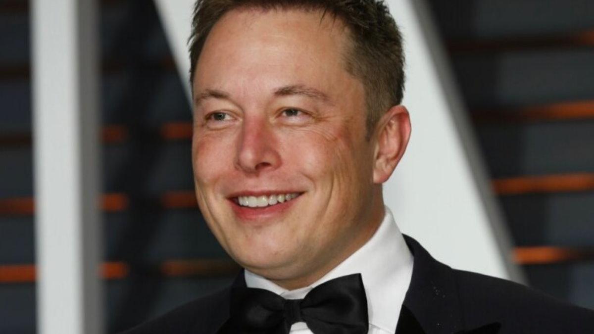 Генеральный директор Tesla Motors Илон Маск - Elon Musk улыбается