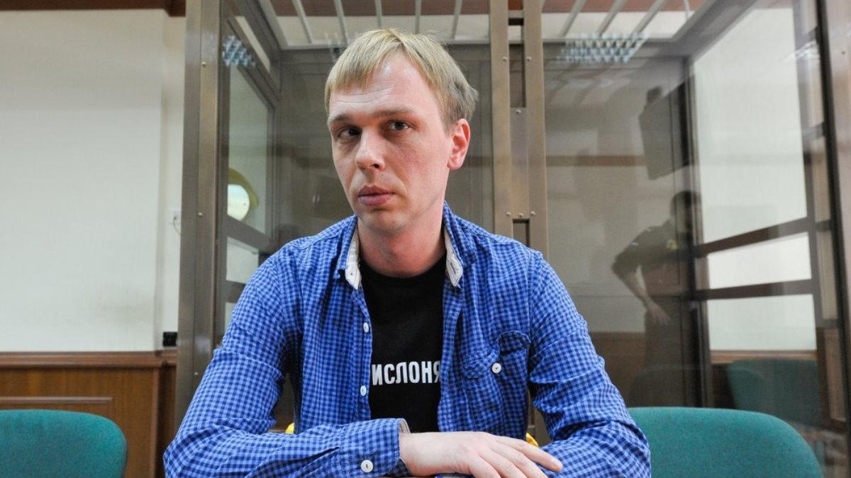 Иван Голунов синяя рубашка