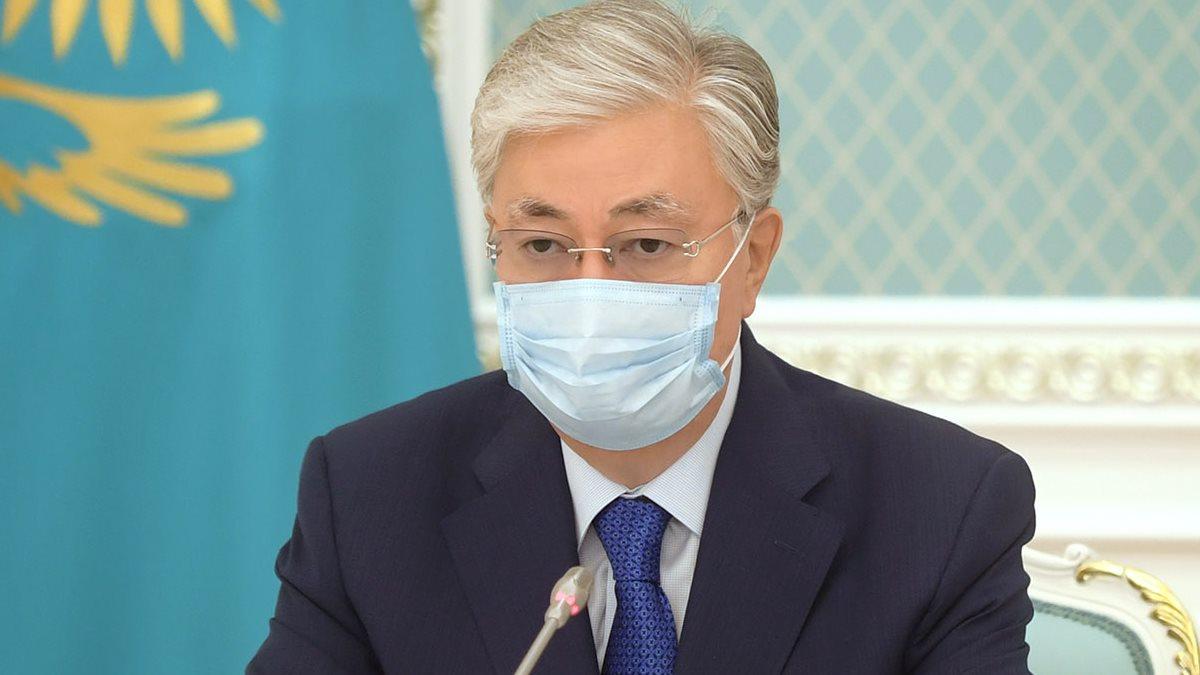 Президент Казахстана Касым-Жомарт Токаев в маске близко
