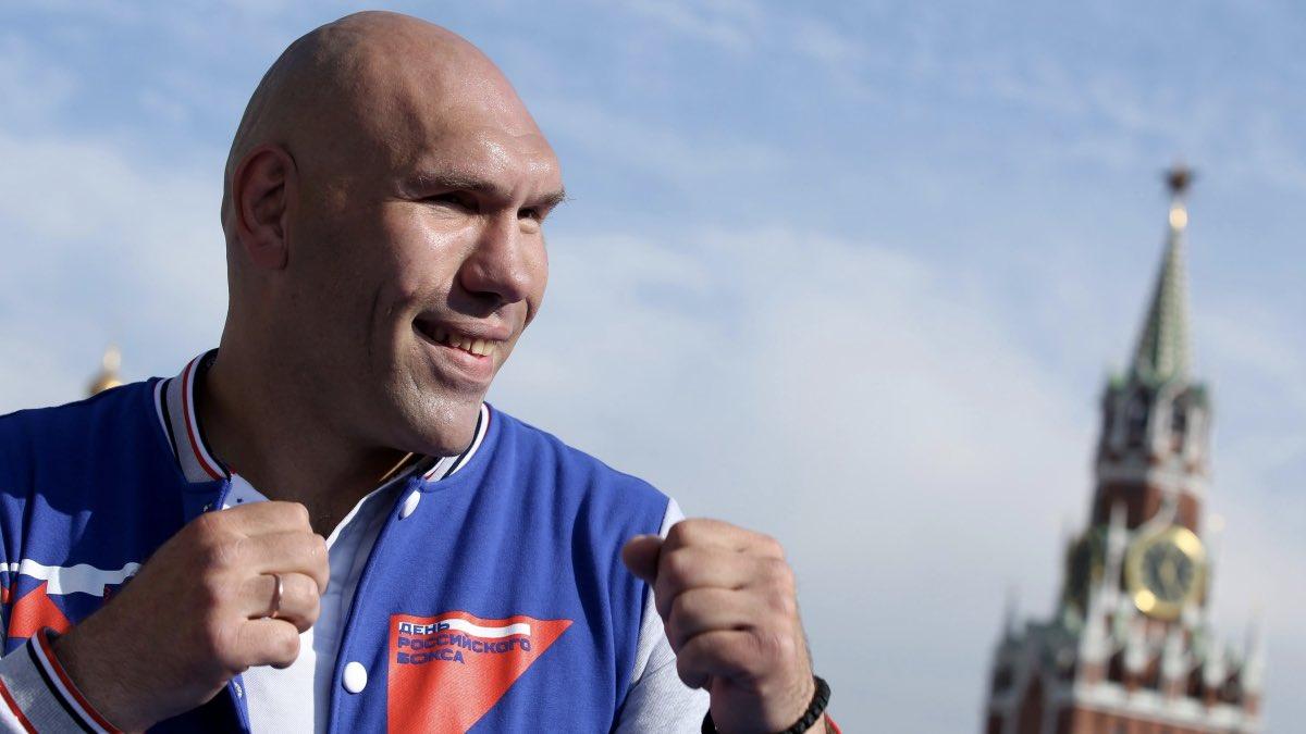 Николай Валуев на Красной площади в День бокса