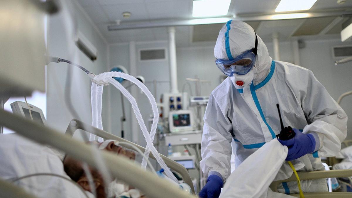 Коронавирус врач пациент палата больница ИВЛ