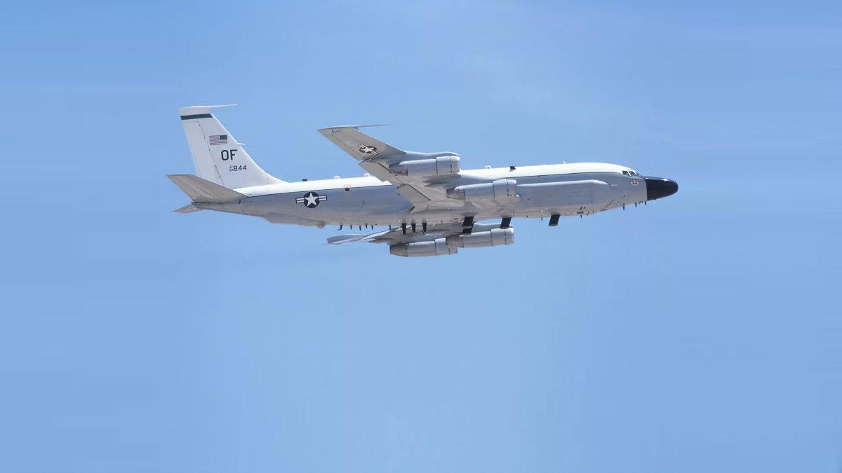 Самолёт радиоэлектронной разведки ВВС США Boeing RC-135V Rivet Joint