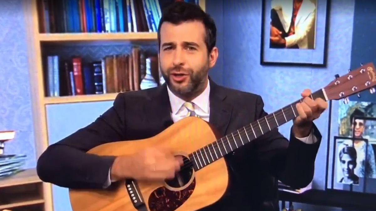 Телеведущий Иван Ургант спел онлайн на выпускном УрФУ