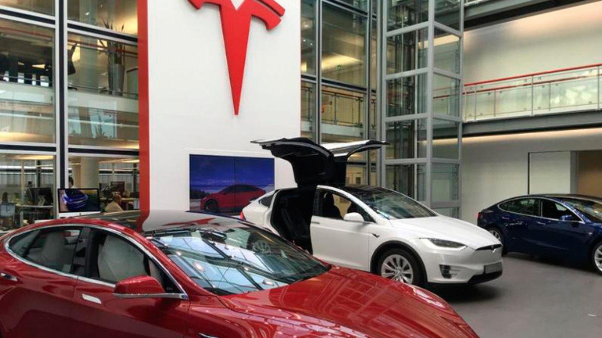 Tesla машины выставка