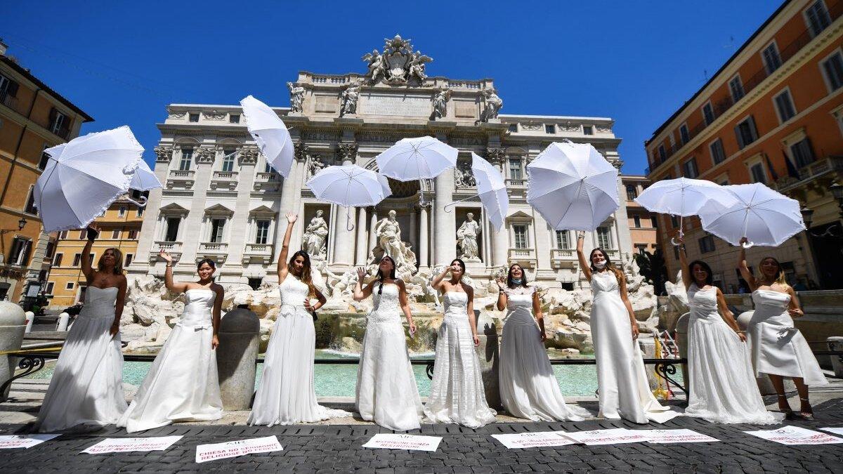 В Риме невесты устроили протест