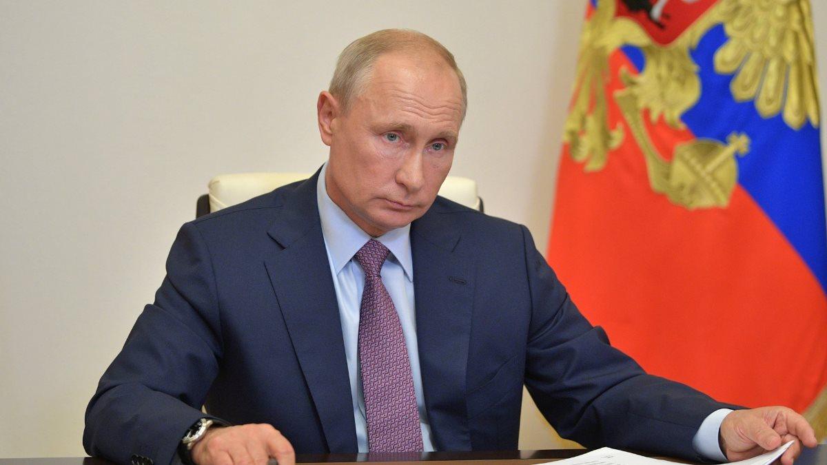Владимир Путин и бумаги один взгляд