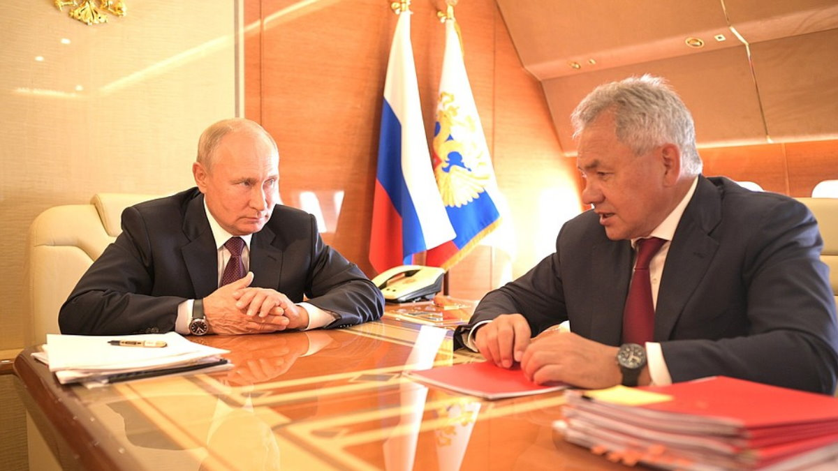 Владимир Путин и Сергей Шойгу на борту самолёта