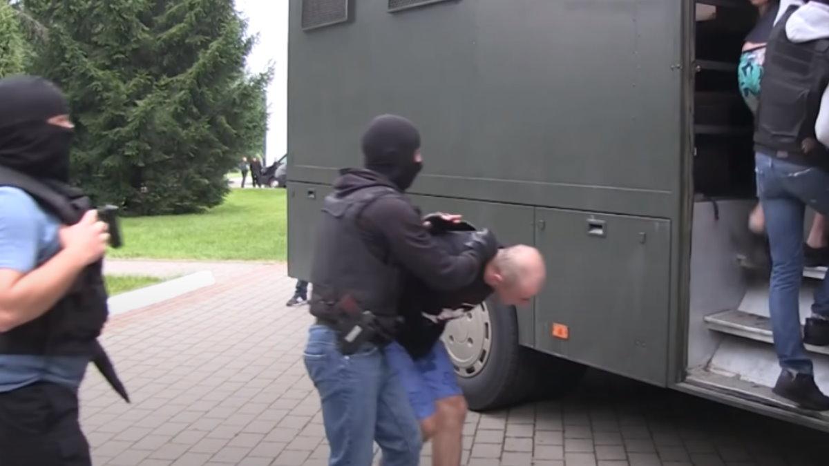Задержанные в Белоруссии россияне два