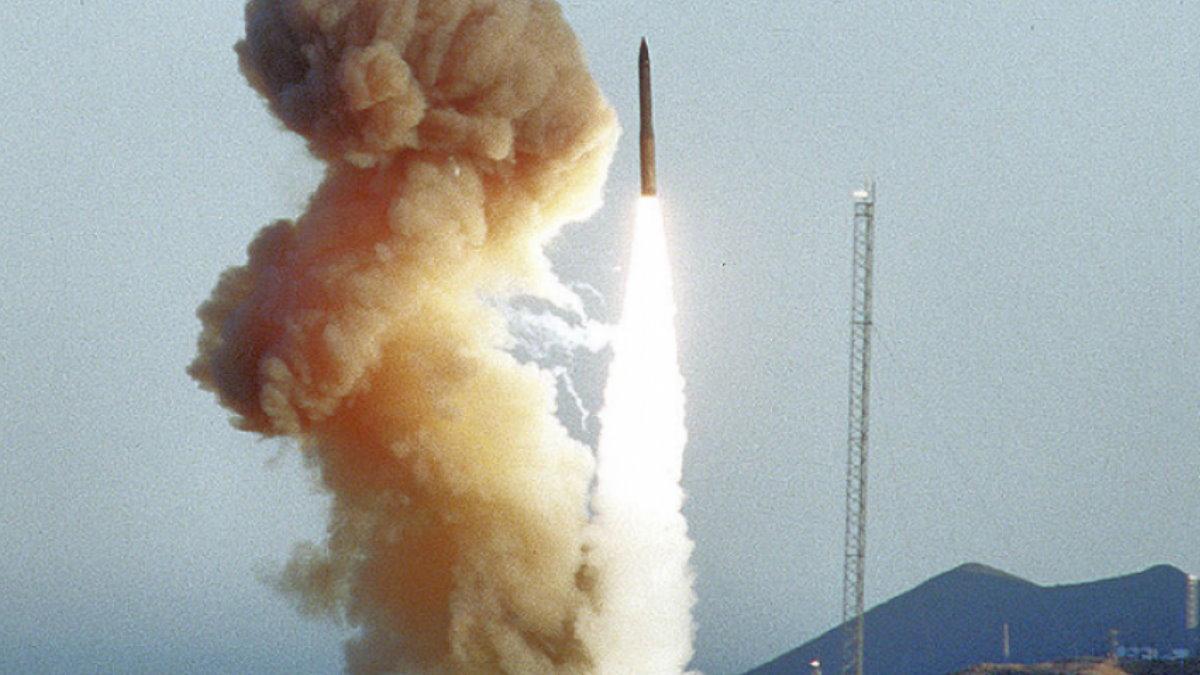 США Запуск ракеты Minuteman III - Минитмен-3 межконтинентальная баллистическая ракета МБР