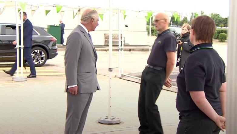 Мужчина теряет сознание в разговоре с принцем Чарльзом