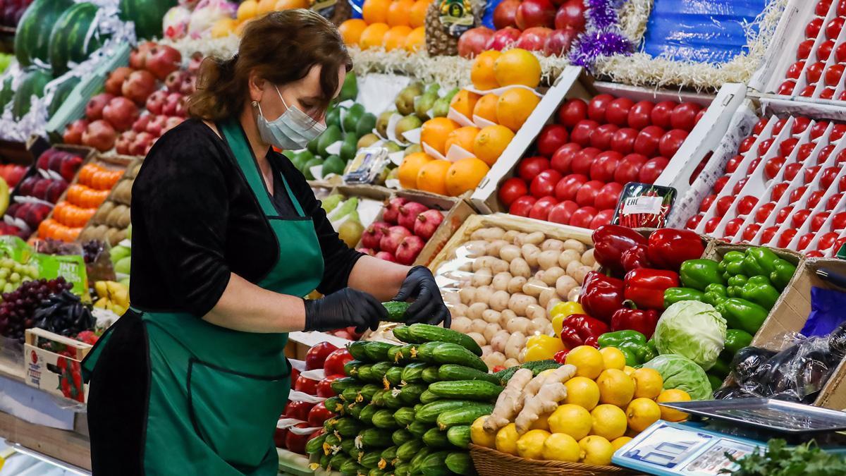 Прилавок с овощами фруктами рынок