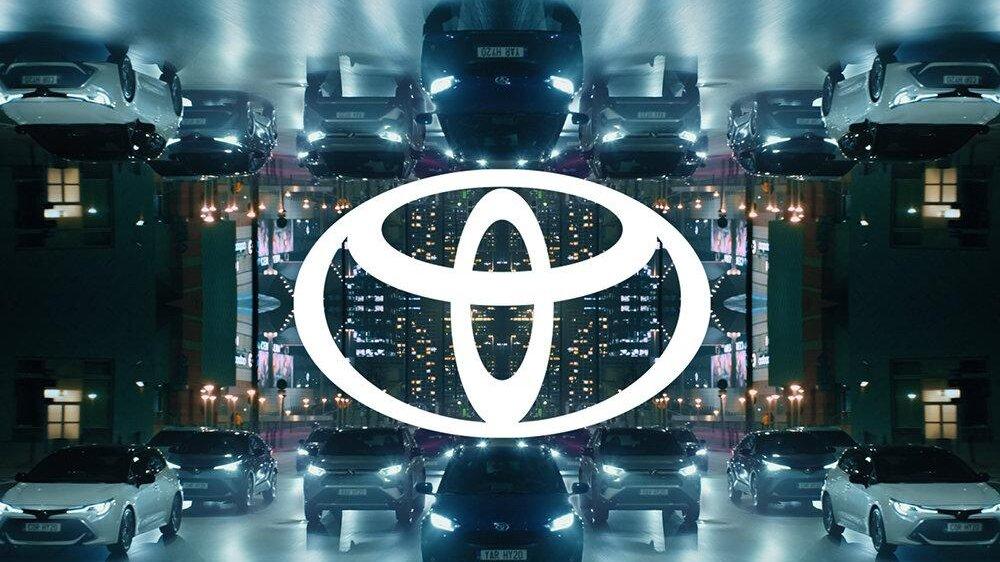 Новый логотип Toyota