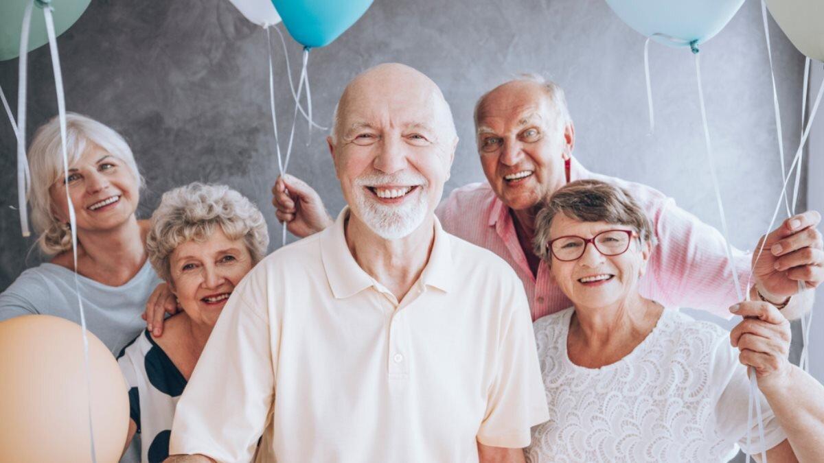 Счастливые пенсионеры радость счастье