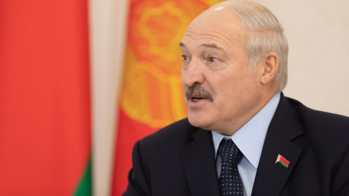 Президент Белоруссии Александр Лукашенко близко один