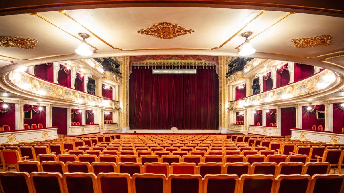 Театр сцена кулисы зрительный зал