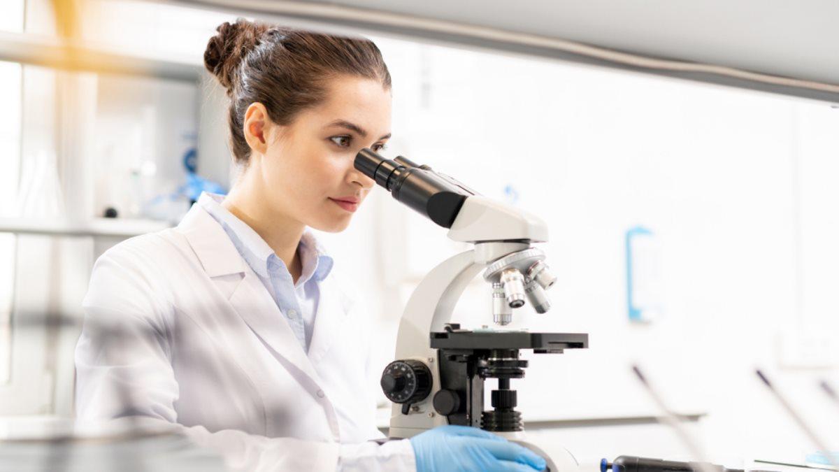 Лаборатория молекулярный биолог микроскоп