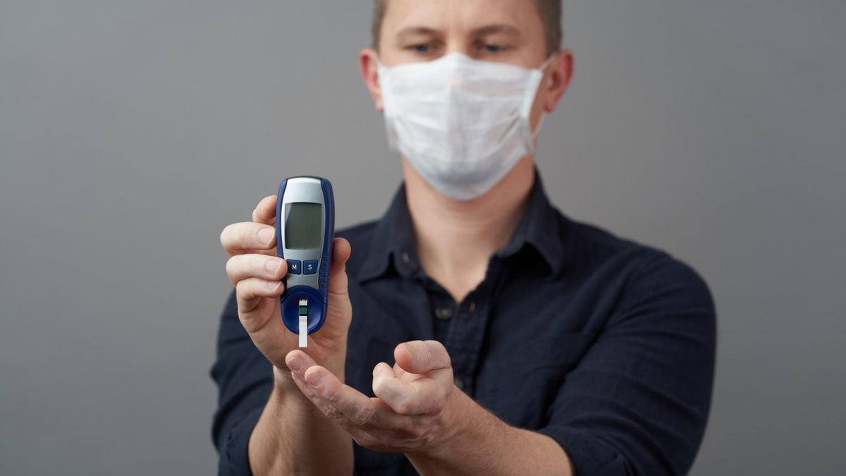 Диабет глюкометр мужчина коронавирус