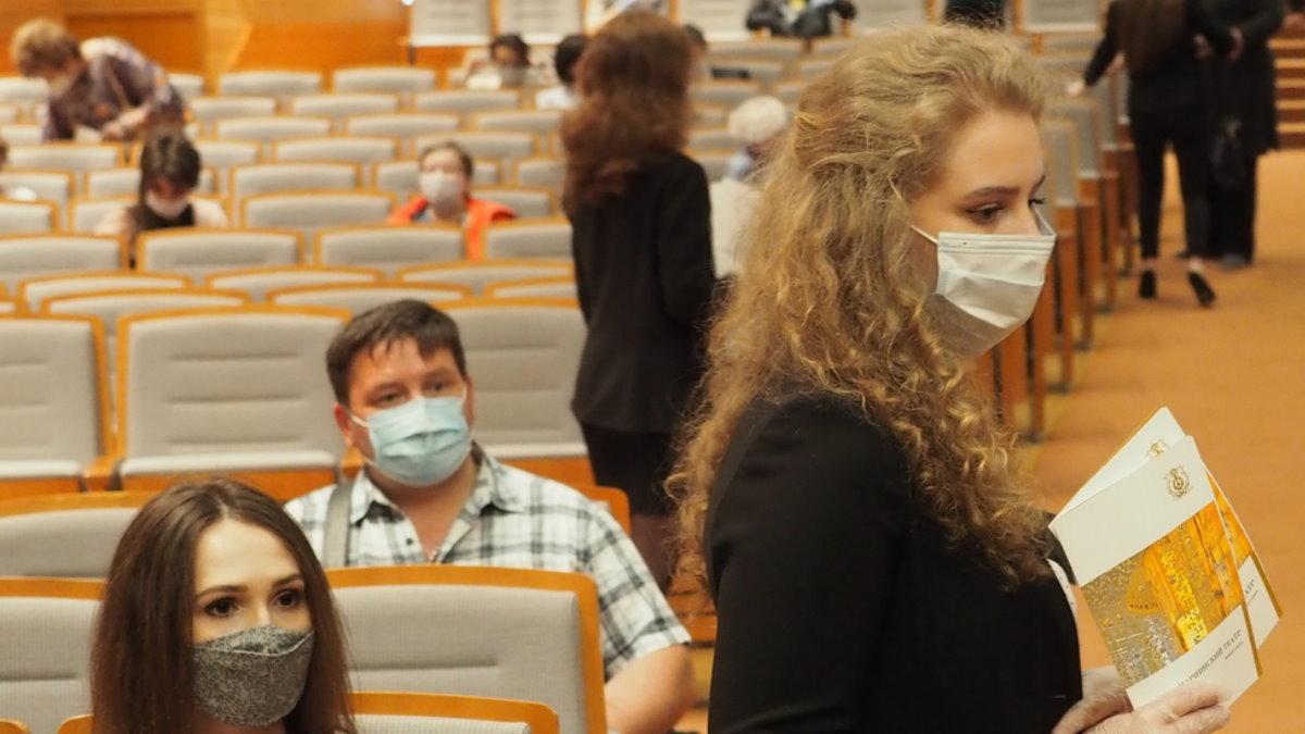 Мариинский театр в Санкт-Петербурге коронавирус медицинские маски