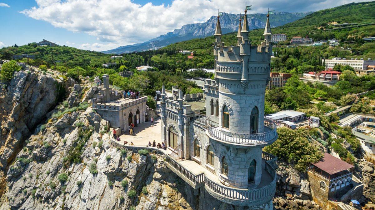 Замок Ласточкино гнездо на мысе Ай-Тодор в Крыму туризм один