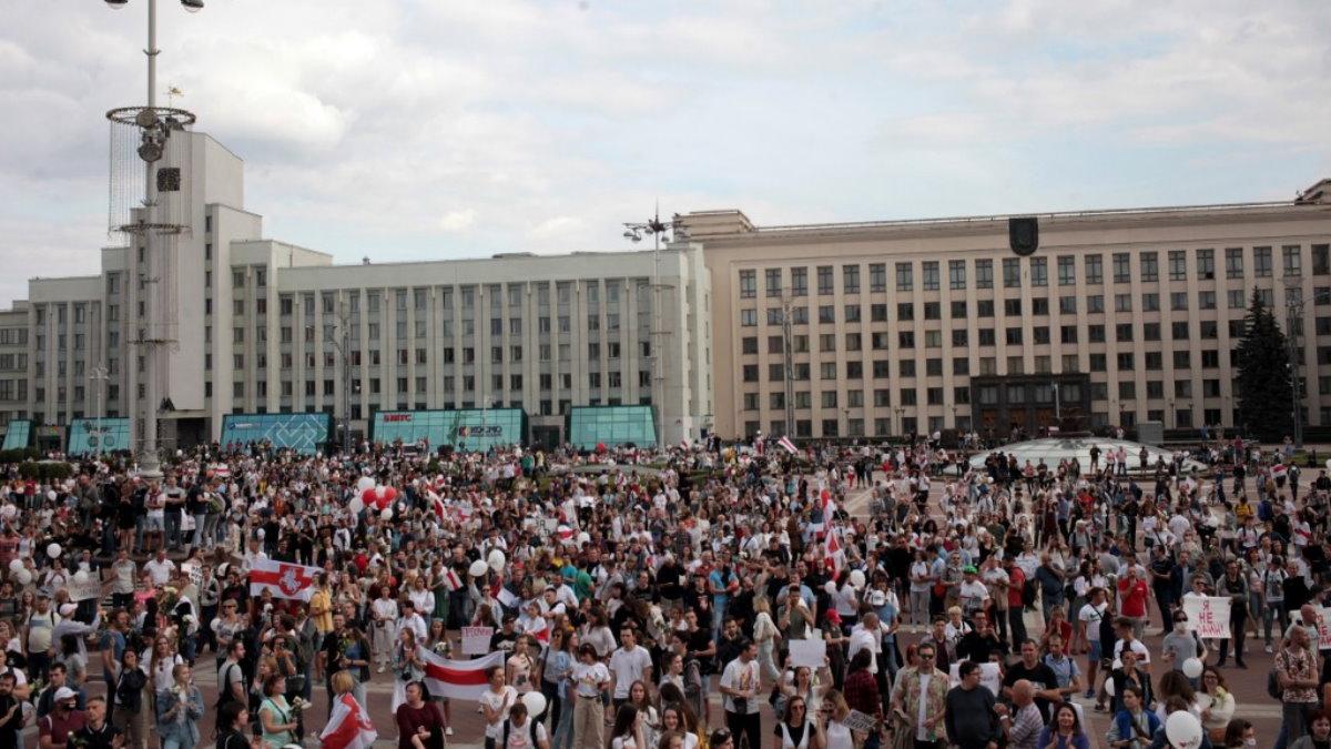 Беларусь Белоруссия протесты протестующие митинг Дом правительства