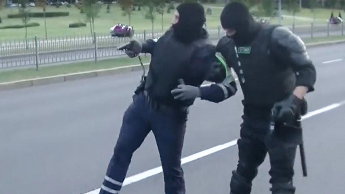 В Белоруссии произошел наезд на второго полицейского