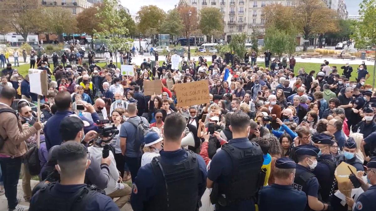 Протесты против ношения масок в Париже