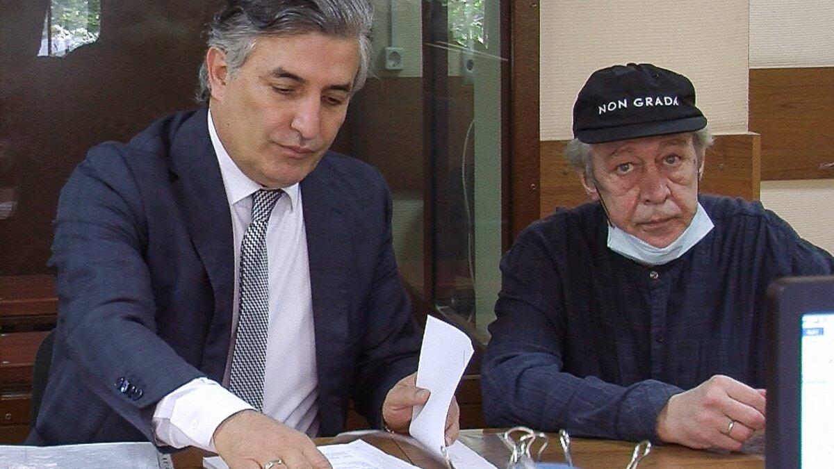 Адвокат Эльман Пашаев и актер Михаил Ефремов в Пресненском суде два