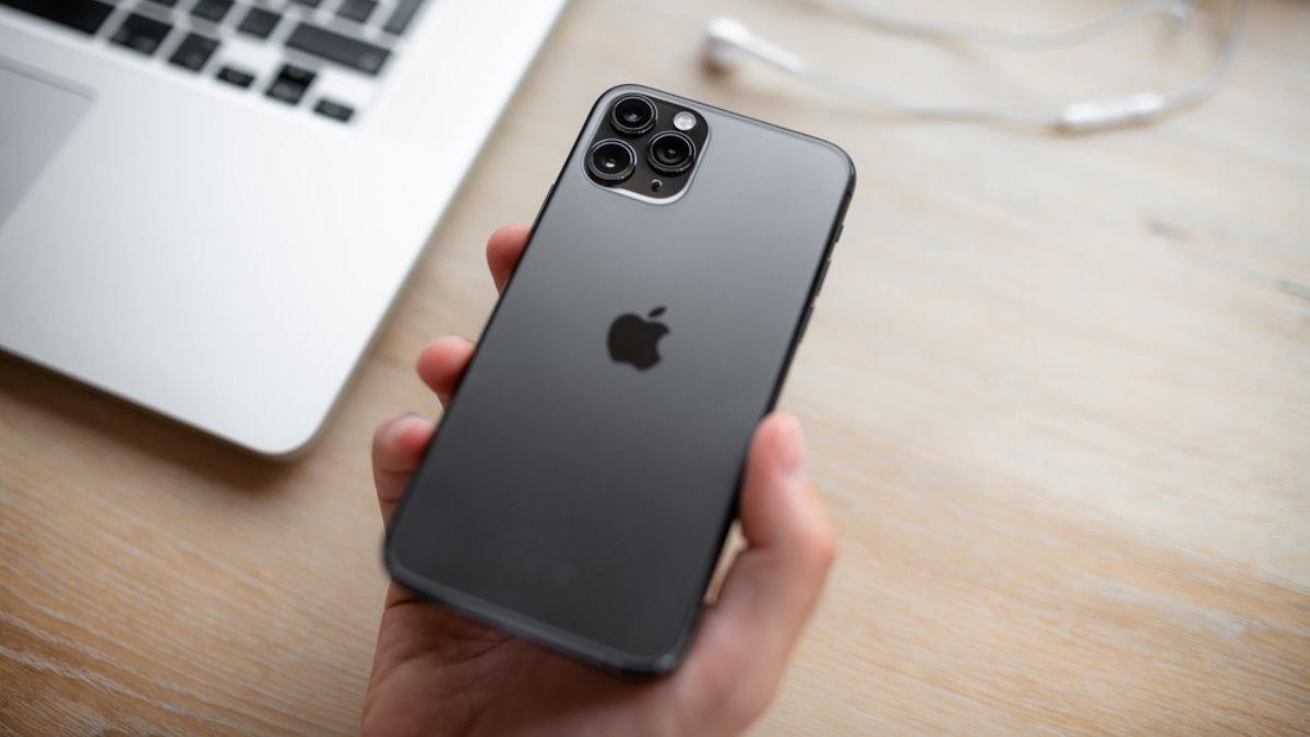 Apple iPhone 11 Pro в руке