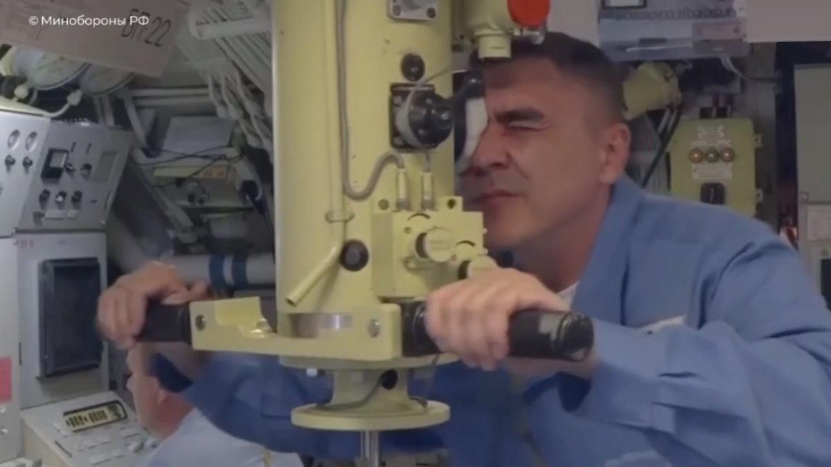 Атомный подводный крейсер Омск перископ