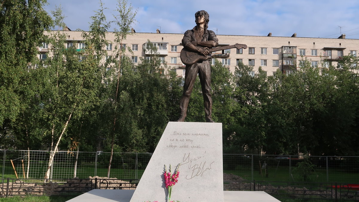 Памятник Виктору Цою в Санкт-Петербурге Цой
